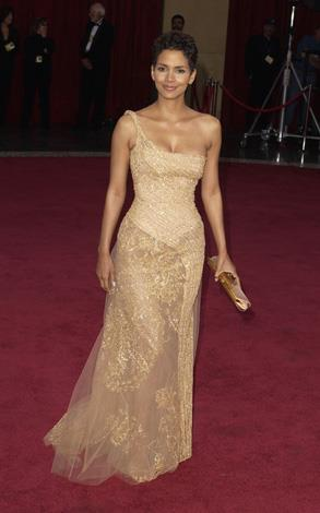 Halle once again looked stunning in Elie Saab at the Oscars in 2003.