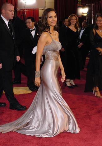 The Oscar-winner wore this silver silk Atelier Versace dress to the Academy Awards in 2005.