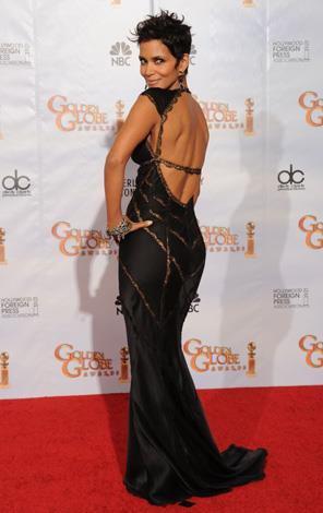 Halle shows off her toned tush in this Kaufman Franco gown at the 2010 Golden Globes.