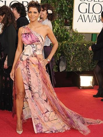 Of course with all that perfection there has to be a few *frocking shockers* and this is one of them. Halle's Golden Globes Versace dress shocker had too much going on… print and cut-out bodice and thigh, OH MY!