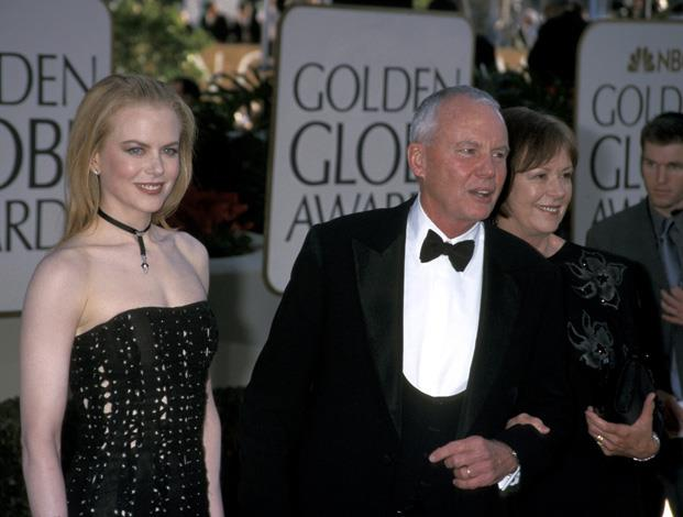 Nicole Kidman took her father Antony Kidman to the Golden Globes in 2002.