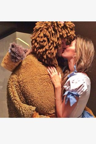 The most attractive couple in the world, Gisele Bundchen and Tom Brady dressed up as The Wizard of Oz's Dorothy and Lion and looked adorable.