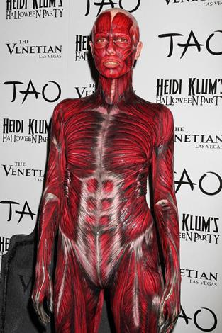 Yikes! Heidi Klum dresses up as a human... sans skin.
