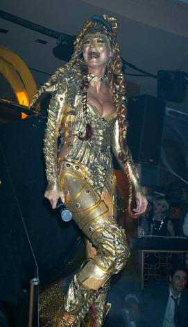 And again Ms Klum looks otherworldly in this glittering gold ensemble.