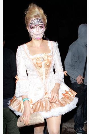Model Kate Upton pairs Dia de los Muertos with a sexy Marie Antoinette costume.