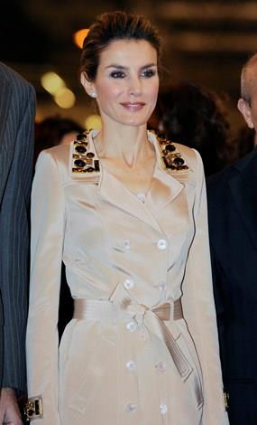 The royal looked lovely in an another trench coat with leopard print detailing.