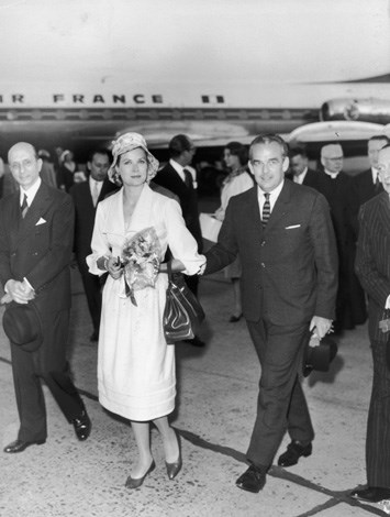 1959: Prince Rainier and Grace Kelly arriving at Rome Airport on a private visit during which they are to see Pope Giovanni XXIII and the Italian President Giovanni Gronchi.