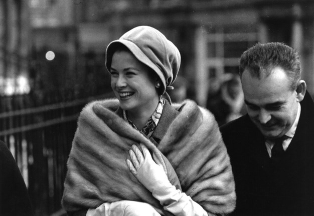 1959: Princess Grace and Prince Rainier of Monaco shopping in London's West End.