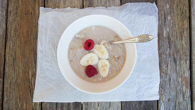 bowl of oats and fruit, EATFITFOOD detox breakfast