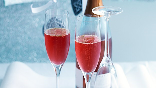 [Cranberry and lime cocktail.](http://www.aww.com.au/food/recipes/2010/12/cranberry-and-lime-cocktail) <br><br> Classy with a touch of fizz! These zingy cocktails will keep your guests (and their taste buds) happy!