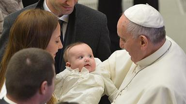Pope Francis enourages breastfeeding in the Sistine Chapel