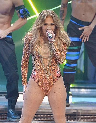 Jennifer Lopez confessed to firing a manager for forcing her to lose weight.