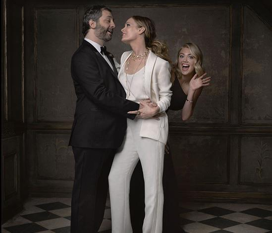 Kate Upton cheekily photo bombs a sappy moment between Hollywood power couple Judd Apatow and Leslie Mann.