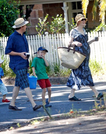 Cate and Andrew take their sons Dashiell and Roman on a trip to the beach in Sydney.