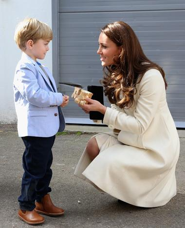 And the Duchess didn't miss speaking to actor Oliver Barker, who presented her with a train for Prince George.