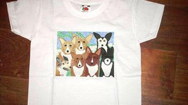 Queen Elizabeth gives Prince George a corgi T-shirt