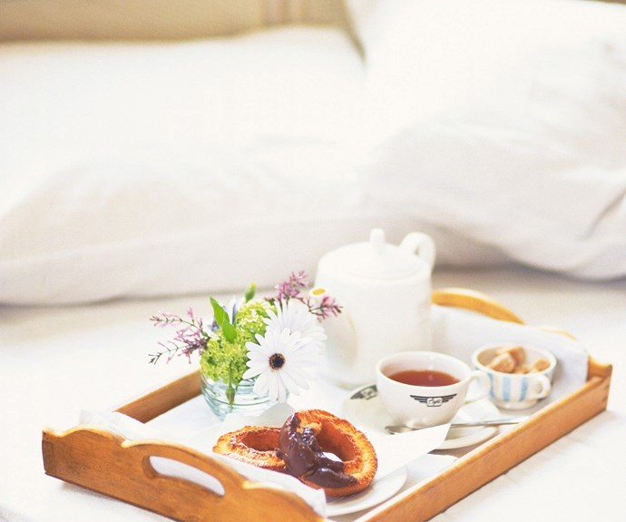 A handy how-to guide to breakfast in bed