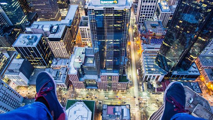 Daredevil takes amazing photos of Melbourne city skyline