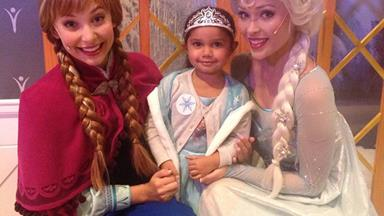 Little Samara meets her Queen