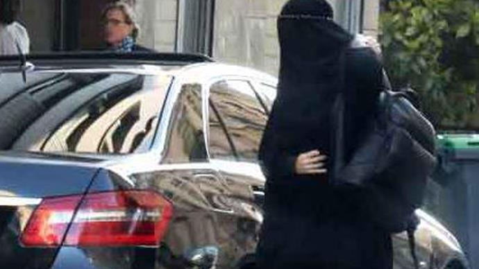 Did Gisele Bundchen hide under a burqa to get plastic surgery?