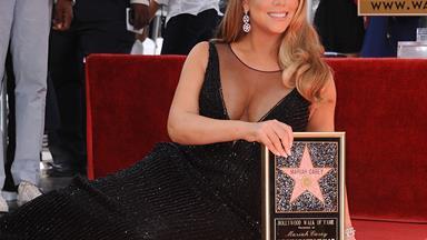 Mariah Carey wears a bikini in the bathtub