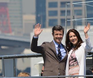 Did Prince Frederik propose to Mary on the side of the road?
