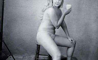 Amy Schumer poses nude