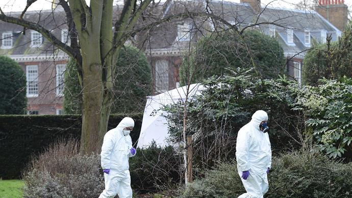 forensics outside kensington palace.