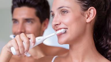 This is how a toothbrush can destroy your teeth