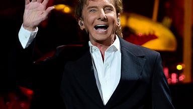 Barry Manilow rushed to hospital again