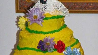 Worst wedding cake fails