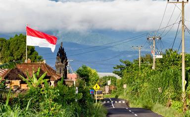 Bali motorcycle crash kills Victorian firefighter