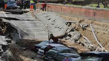 Huge sinkhole swallows cars in Florence