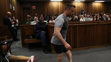 Oscar Pistorius walks without prosthetics in court to show 'vulnerability'
