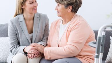 Experimental new drug shows promise in treating Alzheimer's