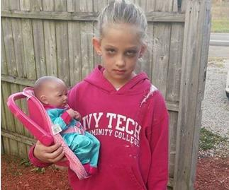Hilarious: Girl dresses up as a mum for Halloween