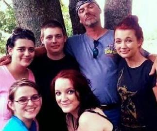 dad shoots daughter's molester