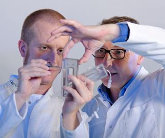 'SkinGun' heals burns with spray-on stem cells