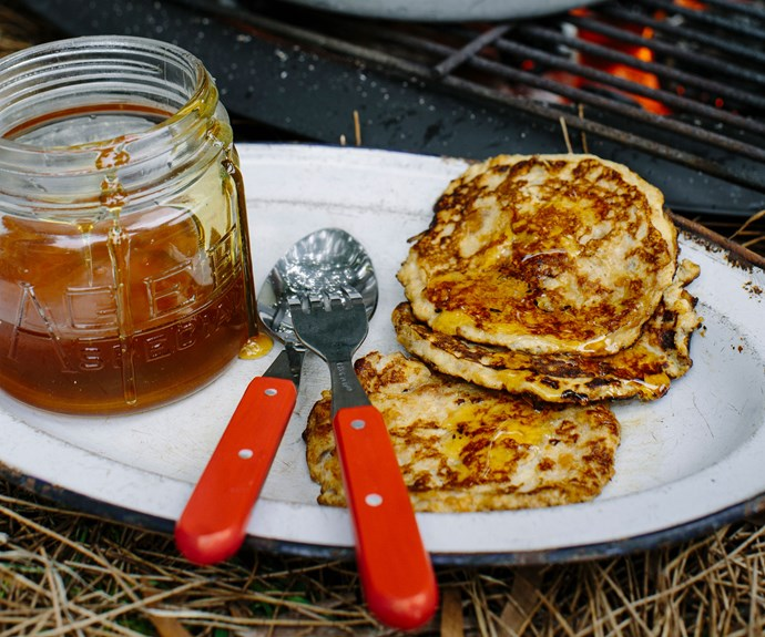 3-ingredient banana and peanut butter pancakes