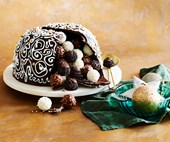 How to make a chocolate Christmas smash cake