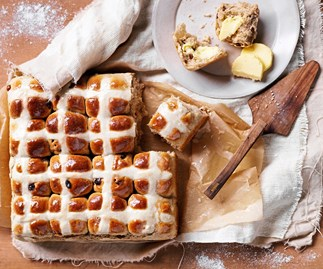 Easy hot cross buns