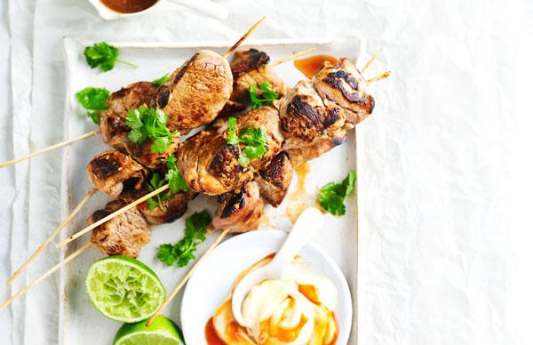 Pork skewers with sriracha aioli