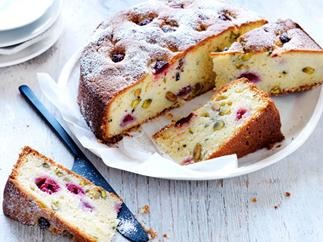 yoghurt cake with raspberries