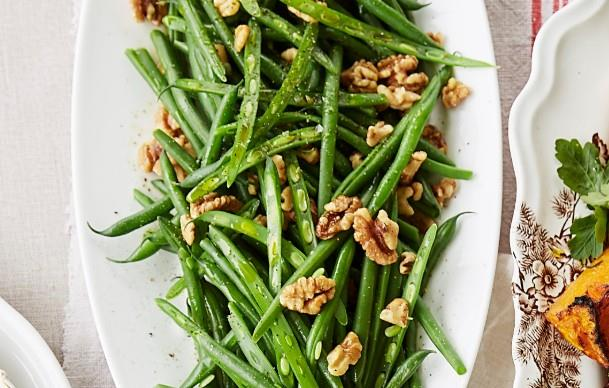 Green beans with roasted walnuts