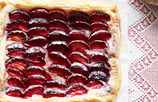 Three-ingredient plum tart