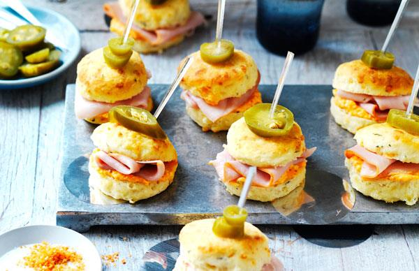 Mini capsicum, ham and jalapeño scones