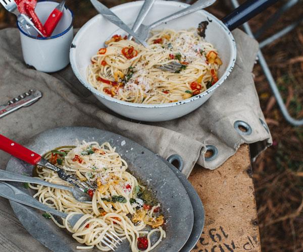 "**[Spaghetti with garlic, oil and chilli](https://www.womensweeklyfood.com.au/recipes/spaghetti-with-garlic-oil-and-chilli-31475|target=""_blank"")**  Camping food doesn't need to be complicated or boring! This quick and simple pasta is easy to whip up at the campground."