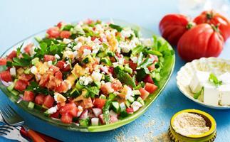 Chopped tomato salad with sesame salt
