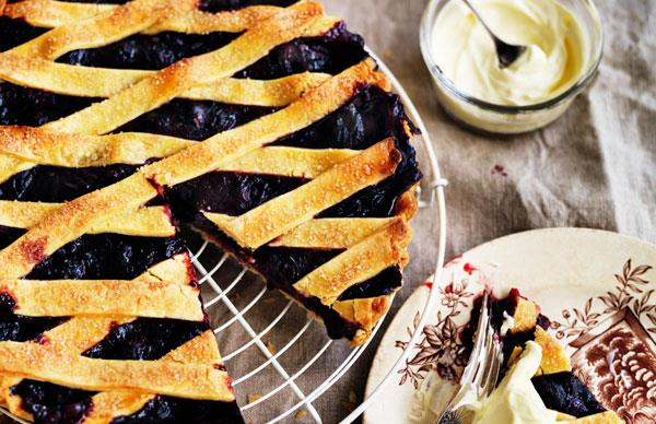 Black-and-blueberry pie
