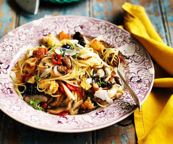 """This comforting [mushroom pasta with breadcrumbs](https://www.womensweeklyfood.com.au/recipes/spaghetti-with-mushrooms-and-breadcrumbs-31557